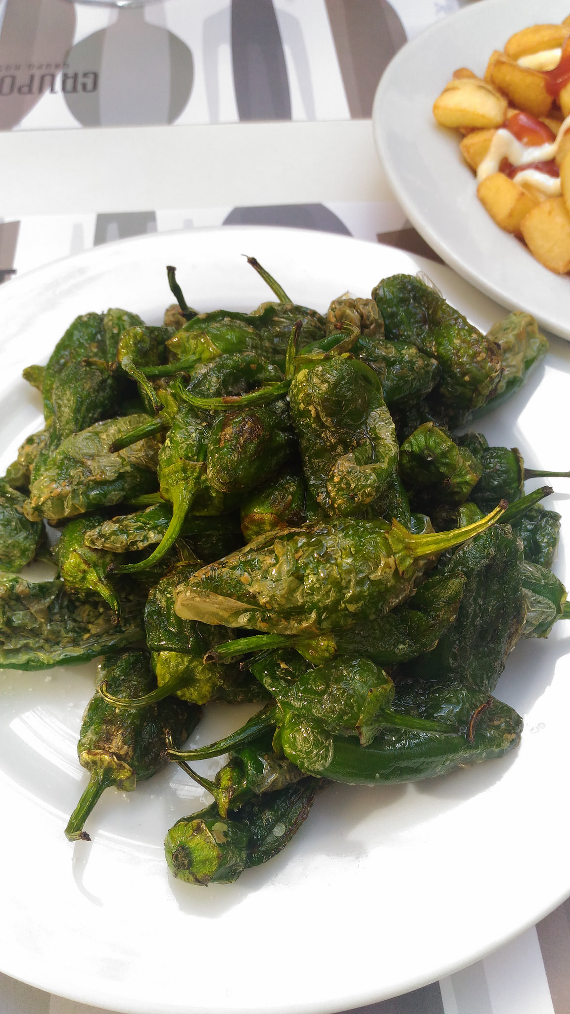 Pimientos de Padrón (fried padron peppers)